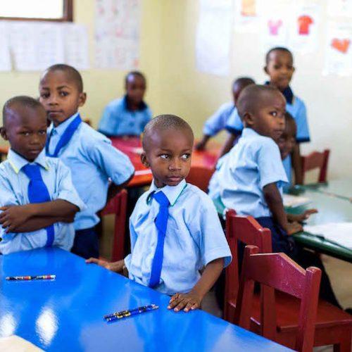 Dovrebbero le scuole africane smettere di insegnare in Inglese?