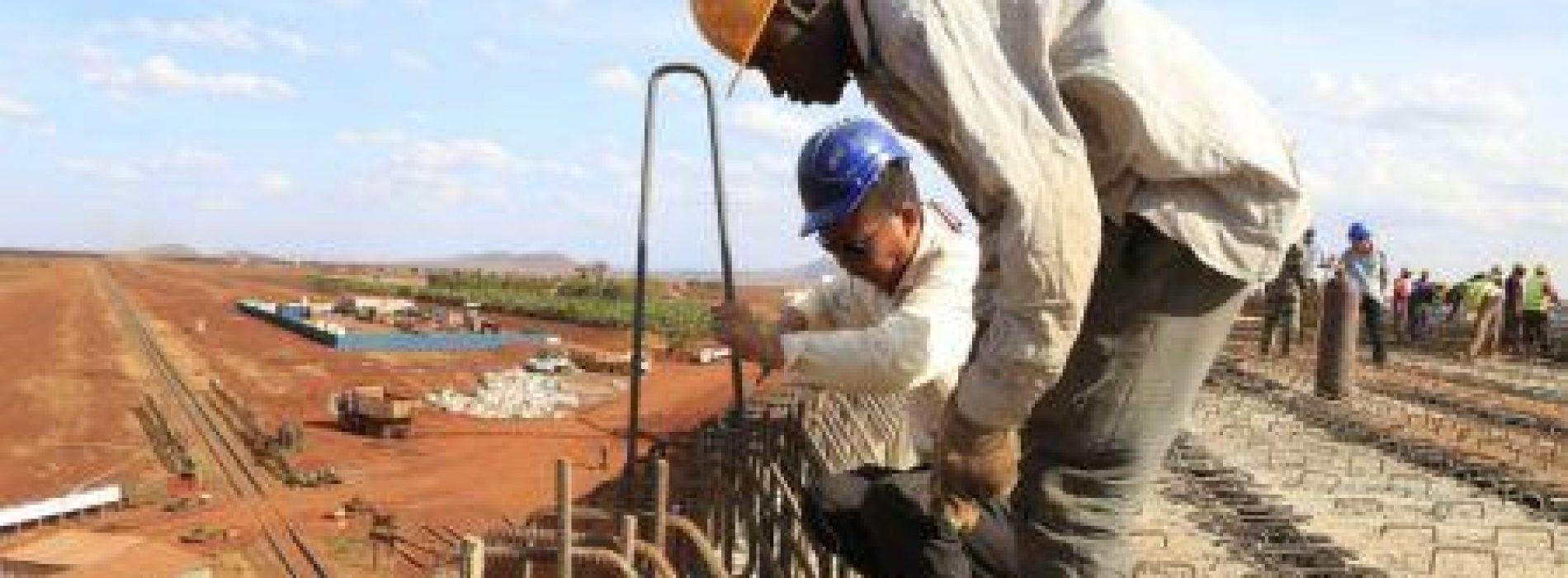 Africa, In 20 anni, la Cina ha costruito più di 6.000 km di ferrovie strade e 20 porti